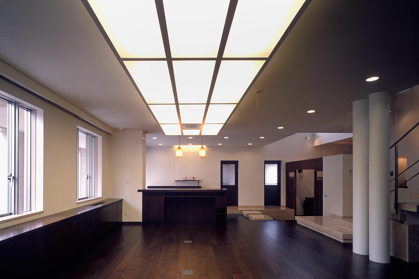 K織物株式会社+K邸19-事務室からエントランスを見る