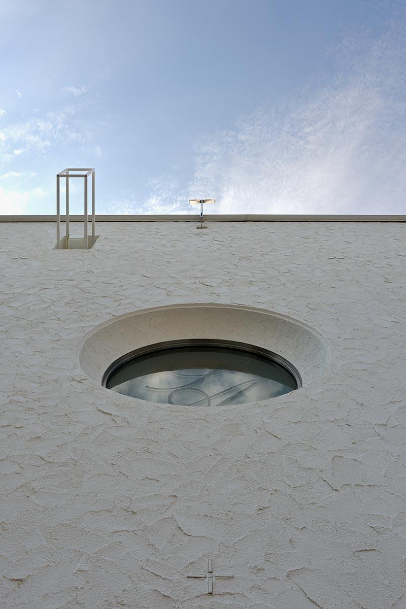 恵比寿N邸2-東面外壁の丸窓