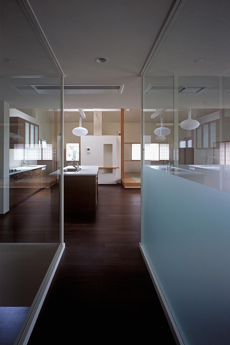 K織物株式会社+K邸35-ブリッジからLDKを見る