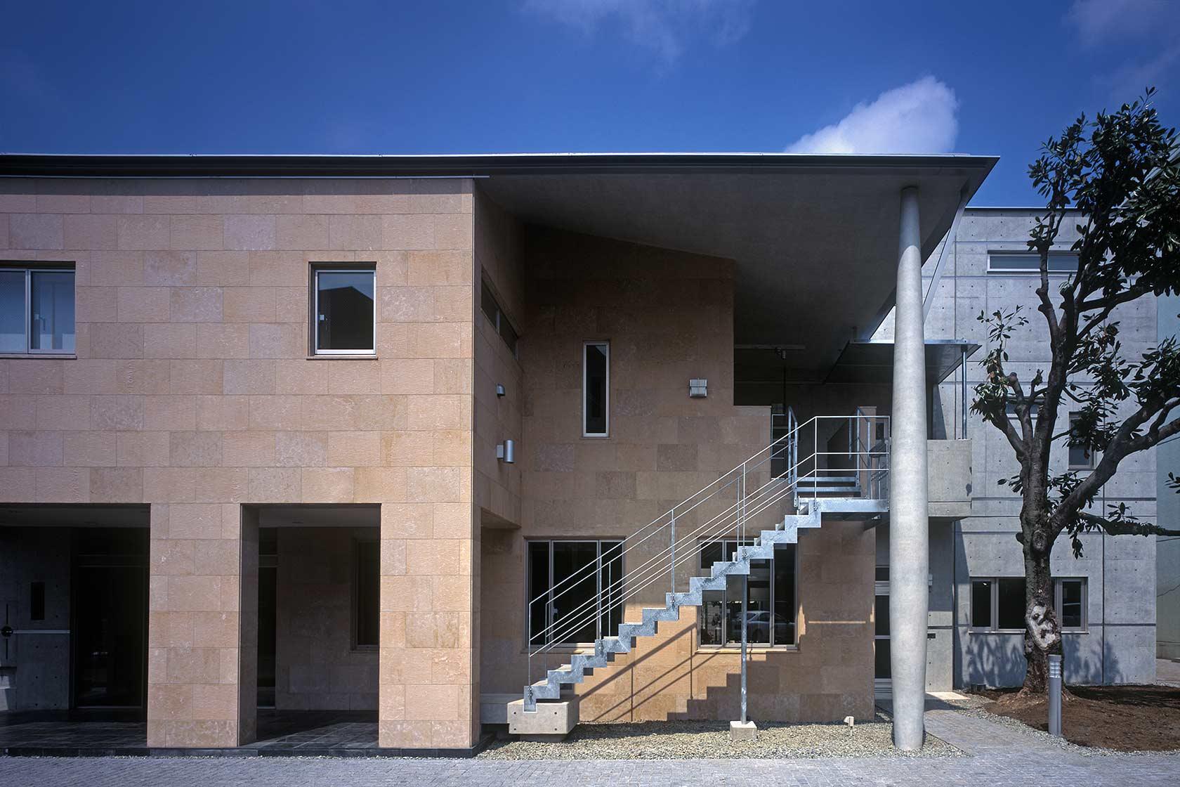 K織物株式会社+K邸26-2階の住居へ上る外部階段
