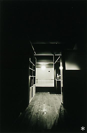 U邸別荘12-板の間から和室を見る