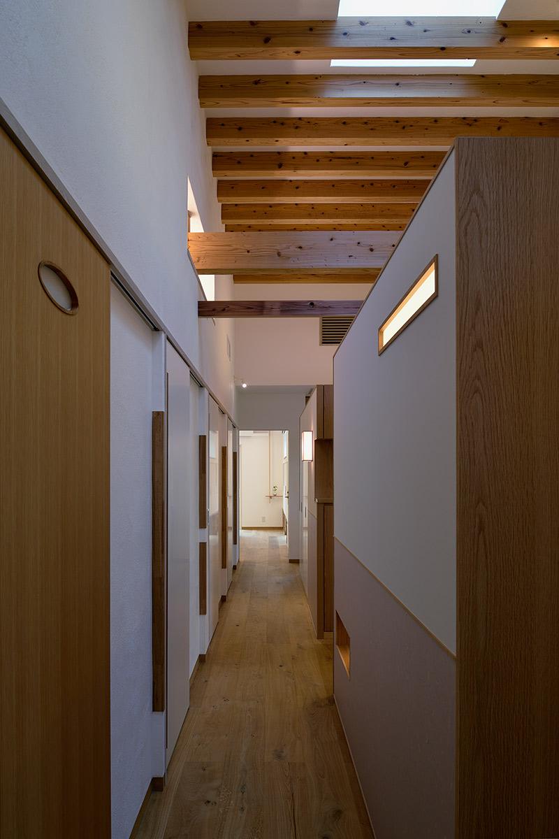 吉野ヶ里の家20-階段から廊下を見る