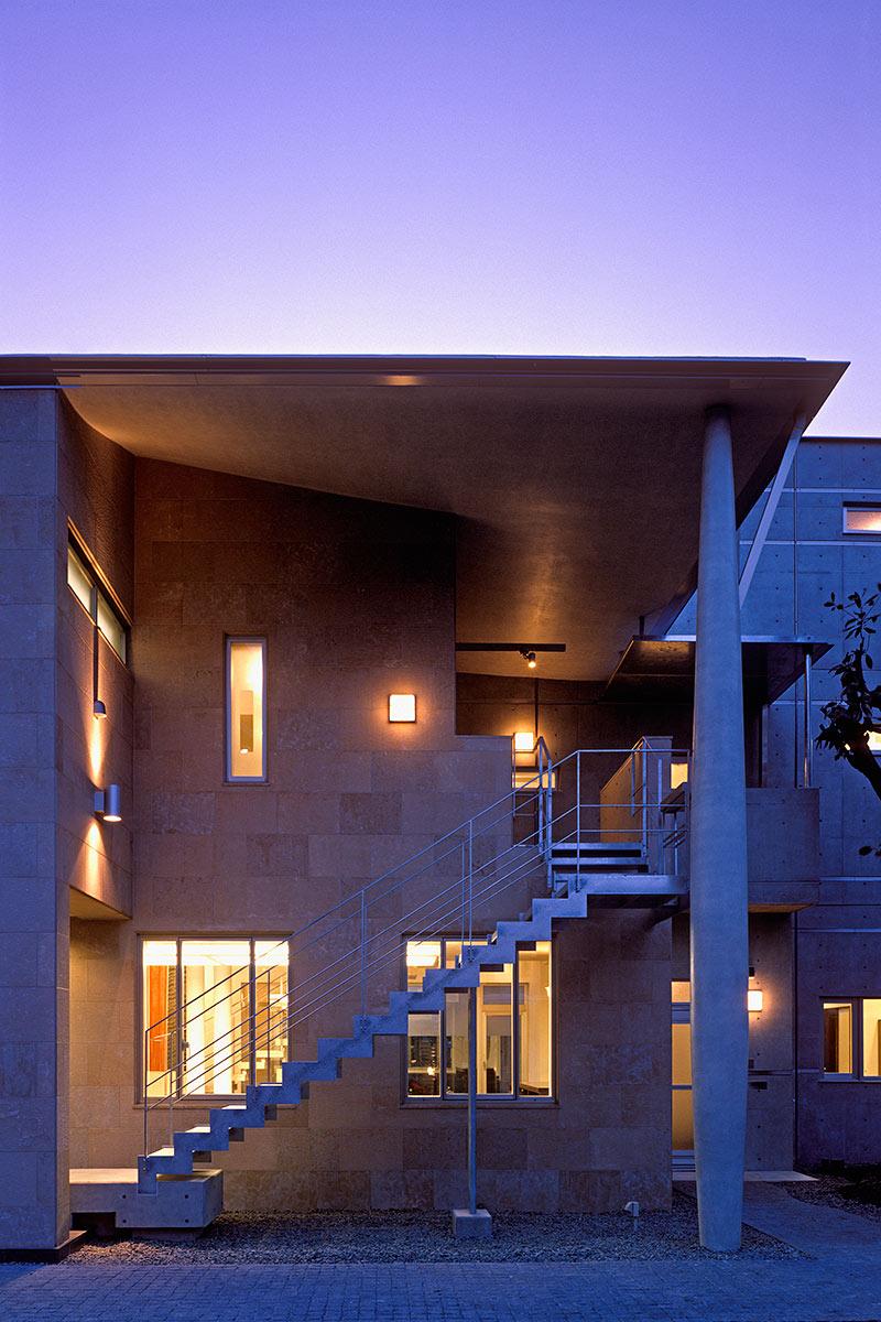K織物株式会社+K邸24-2階住居への外部階段