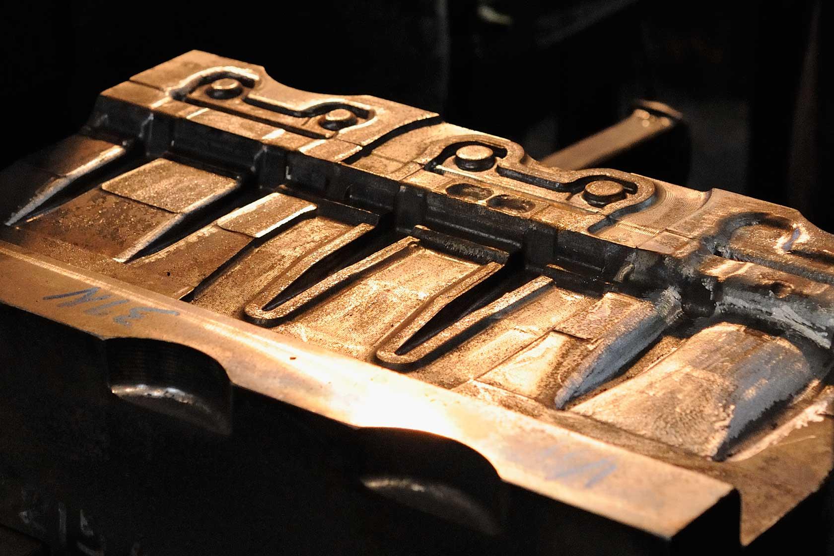 新鍛造工場11-製品の精度を決める上下一組の金型