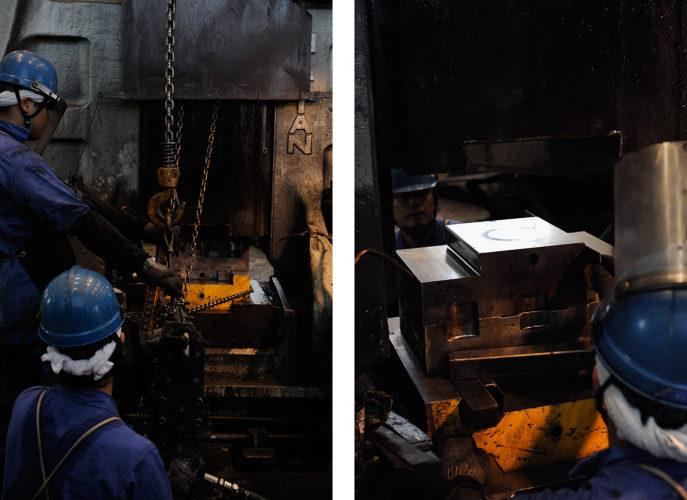 新鍛造工場10-ハンマーに金型をセットする型付け作業
