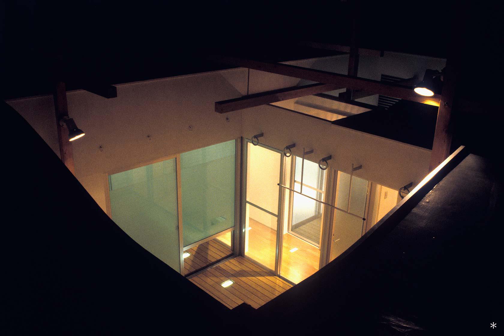 杉並S邸10-屋根からテラスを見る
