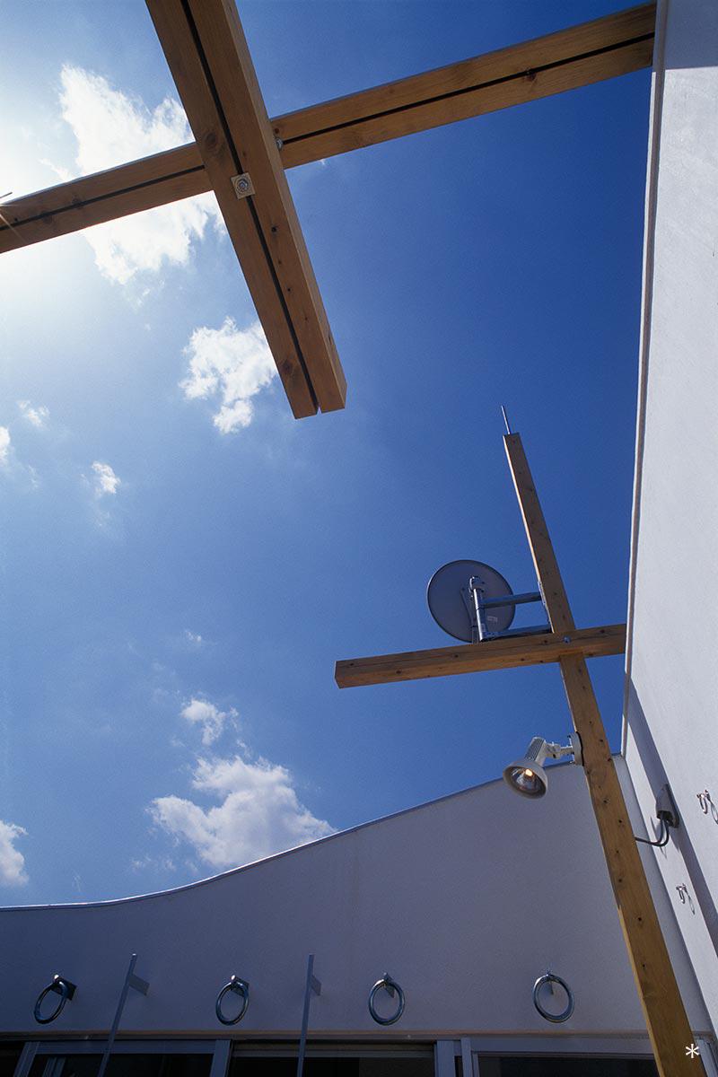杉並S邸5-テラスから空を見上げる