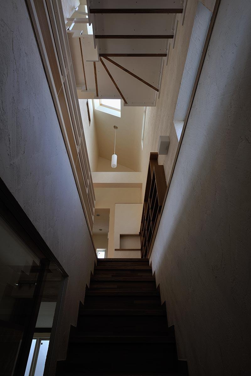 恵比寿N邸7-地下から1階への階段