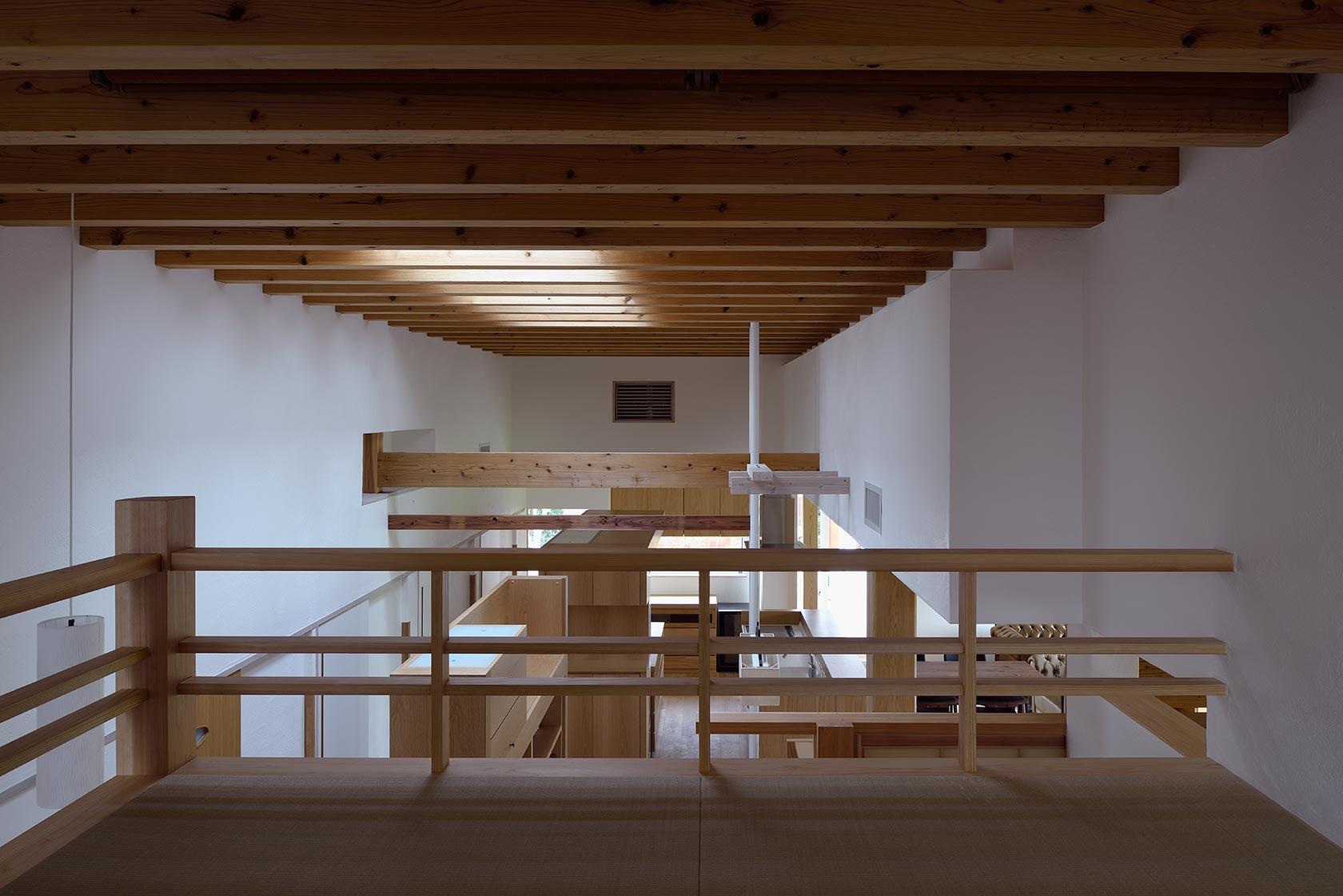 吉野ヶ里の家18-ロフトからLDKを見下ろす