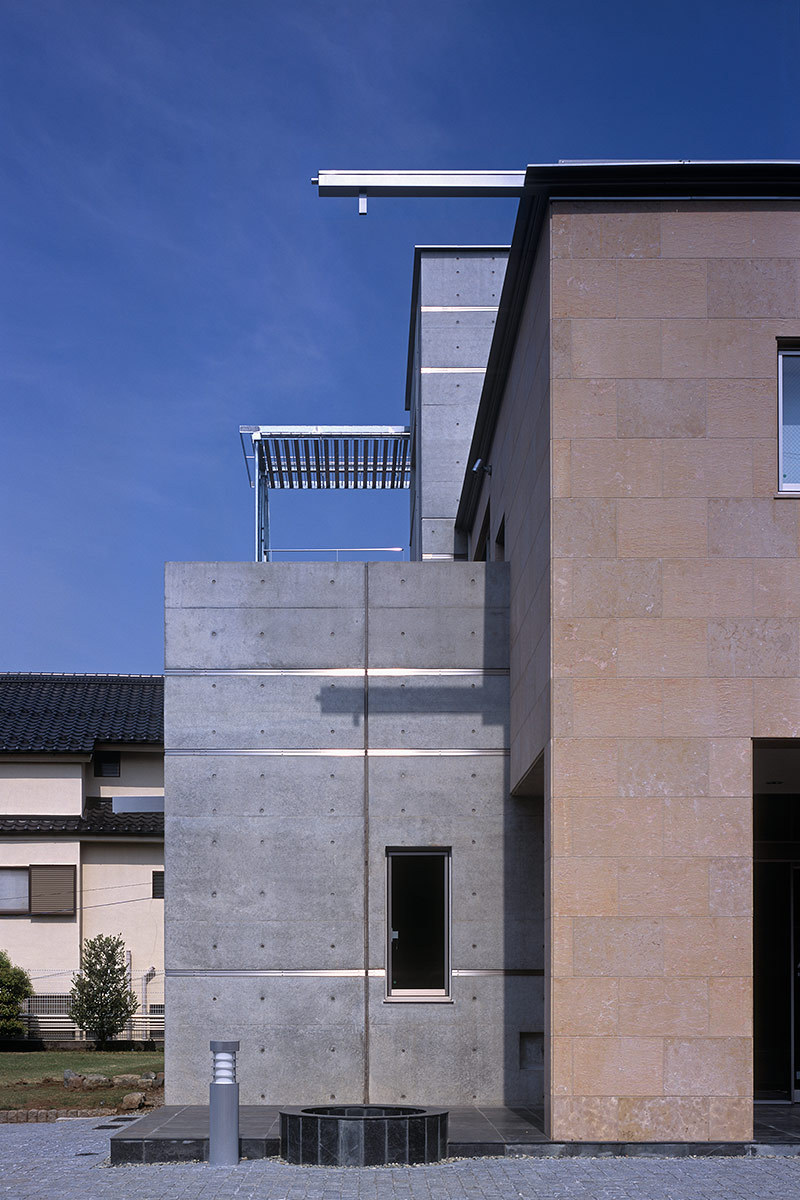 K織物株式会社+K邸5-ステンレス製の横樋と雨落ち