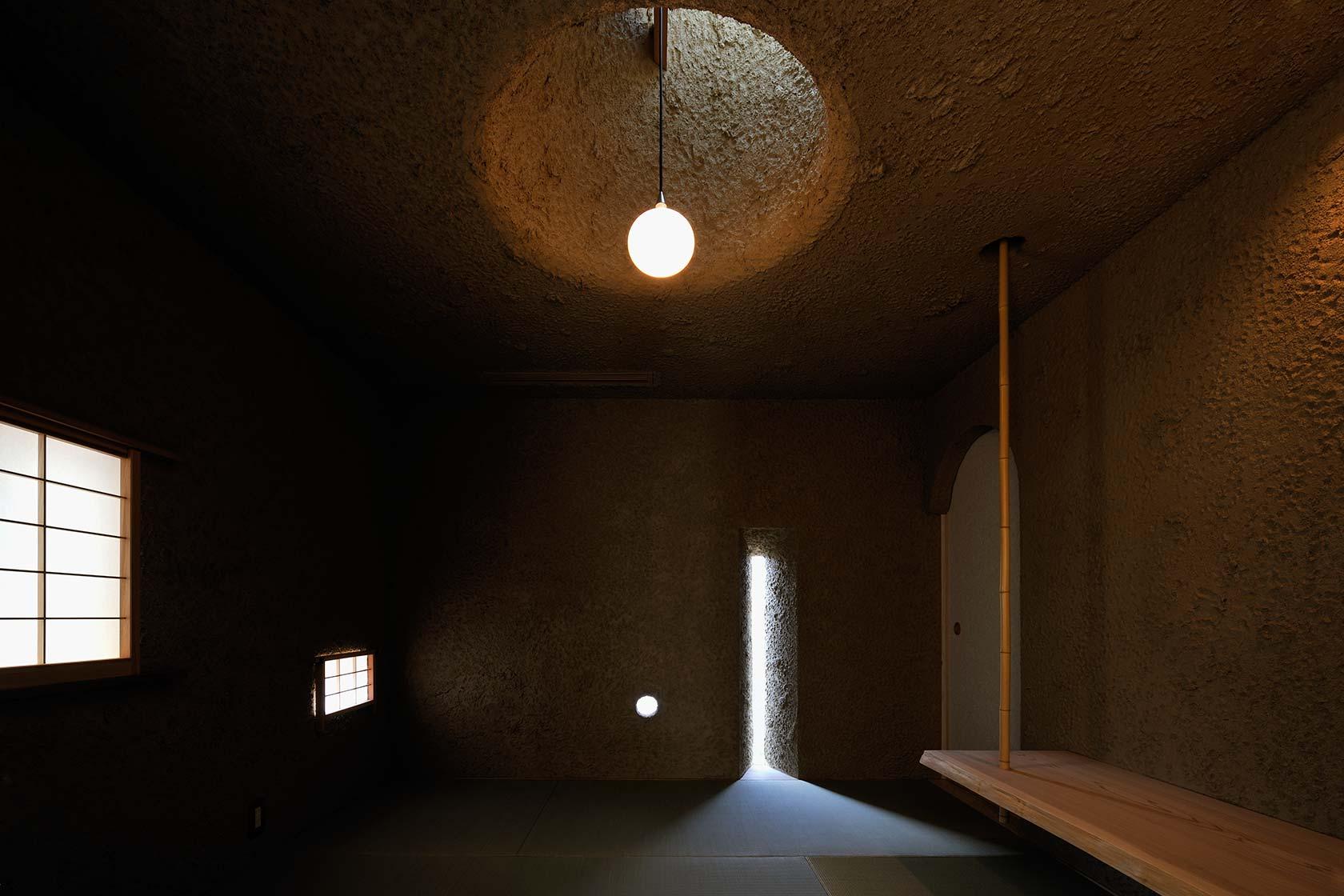 恵比寿N邸11-土を分厚く塗った洞窟のような和室
