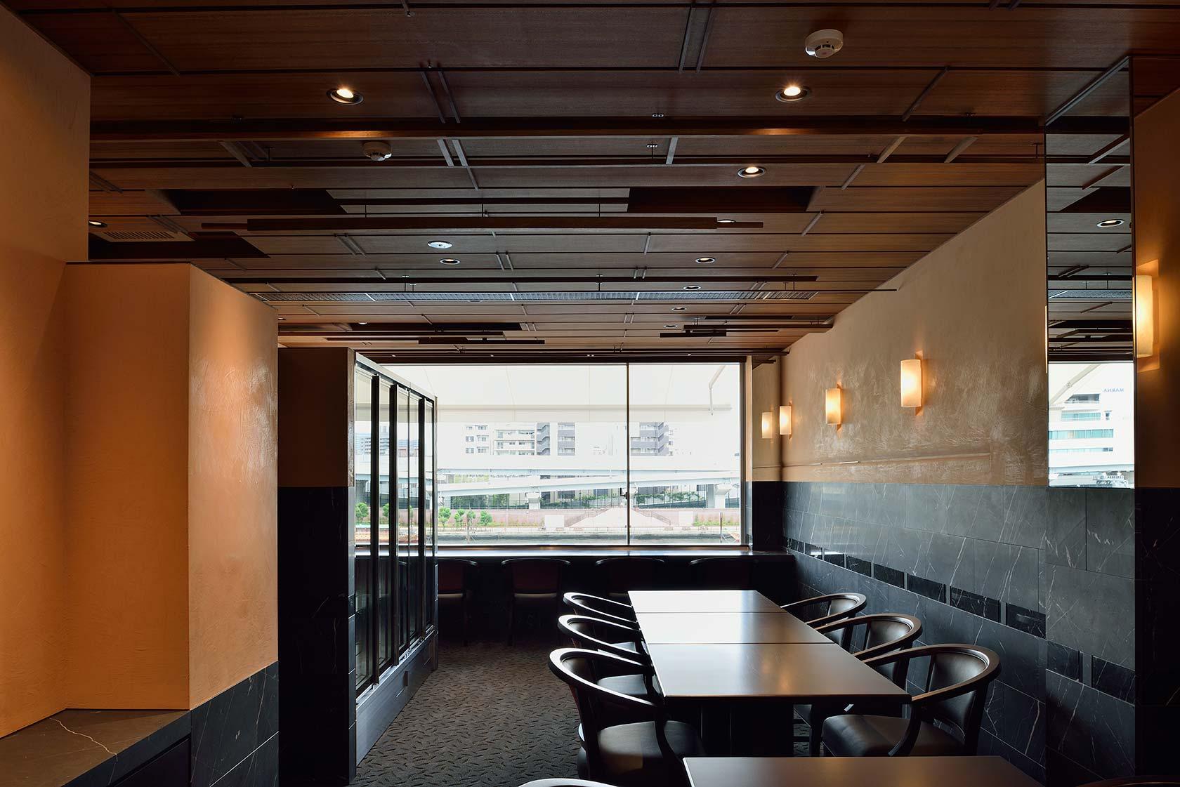 ナベノイズム17-階段側から3階客室を見る