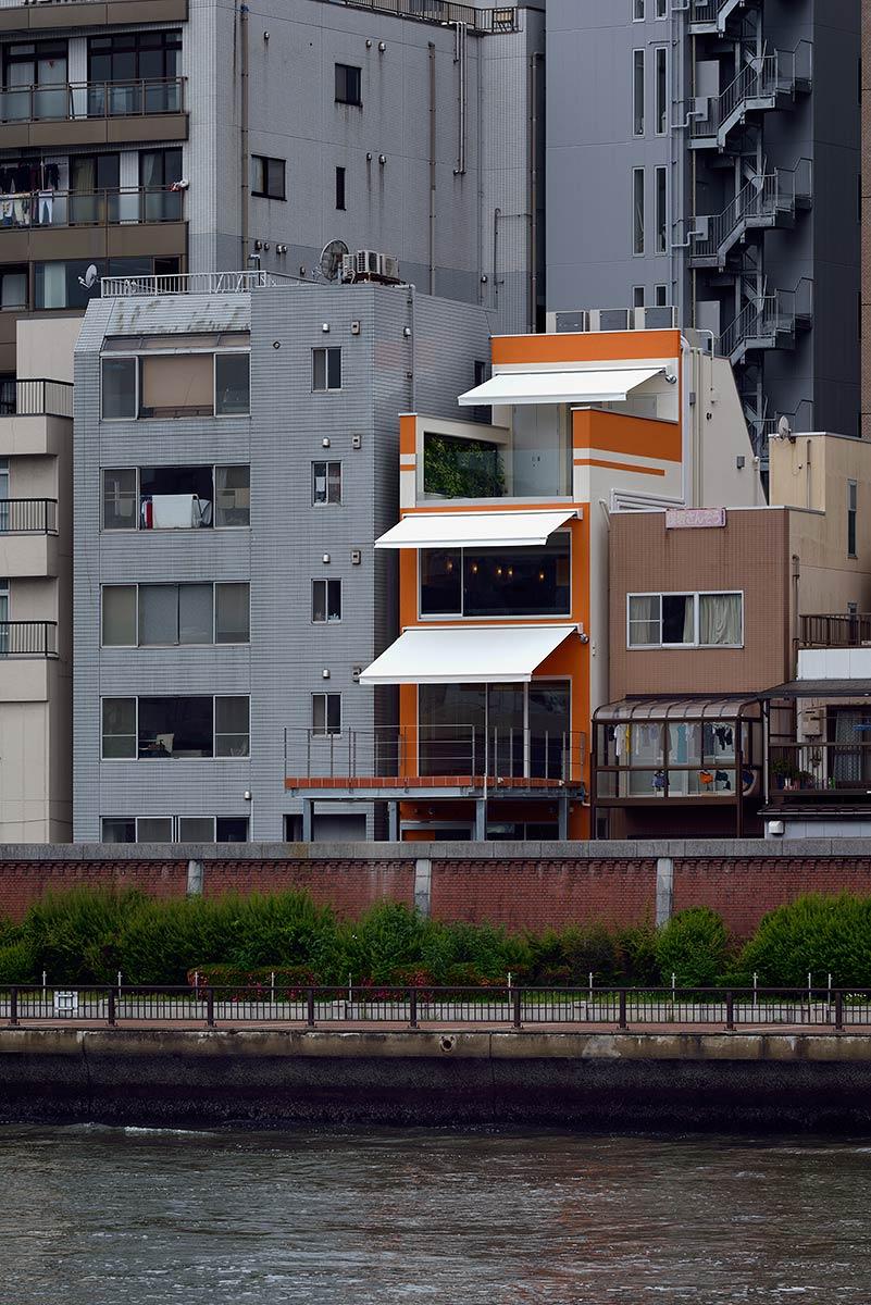 ナベノイズム22-隅田川の対岸からの外観