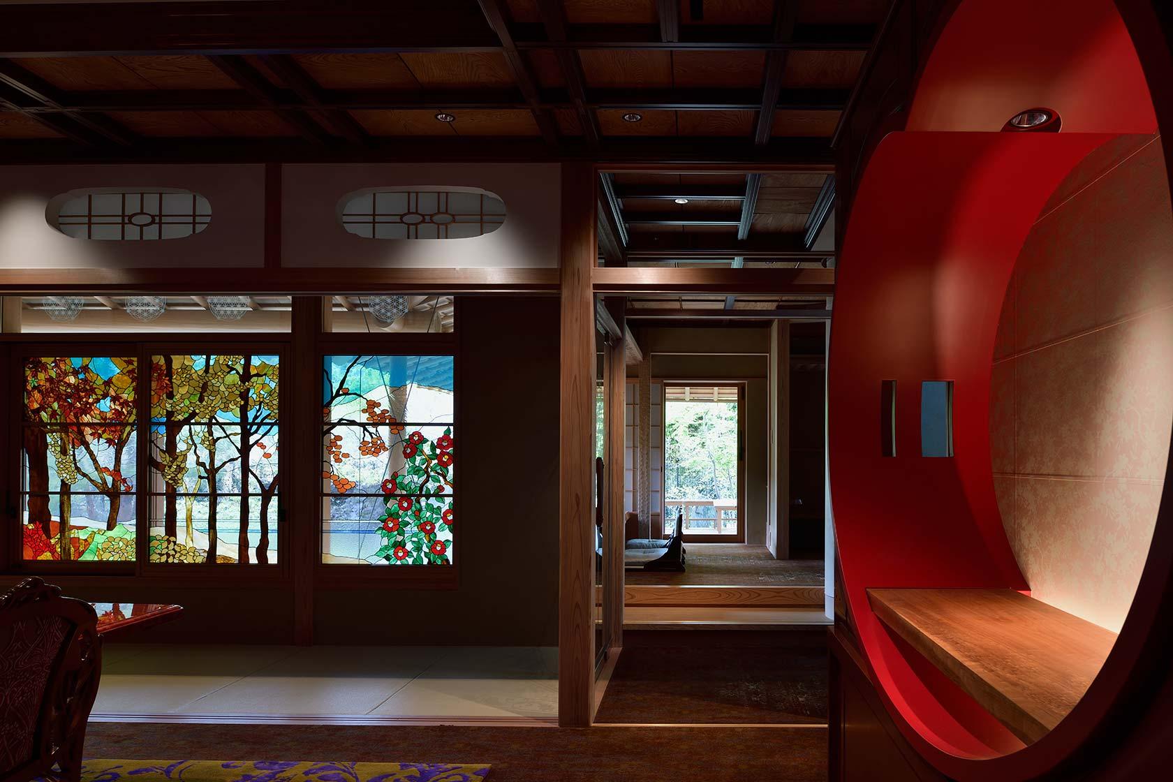 A邸21-ダイニングから喫茶室を見る