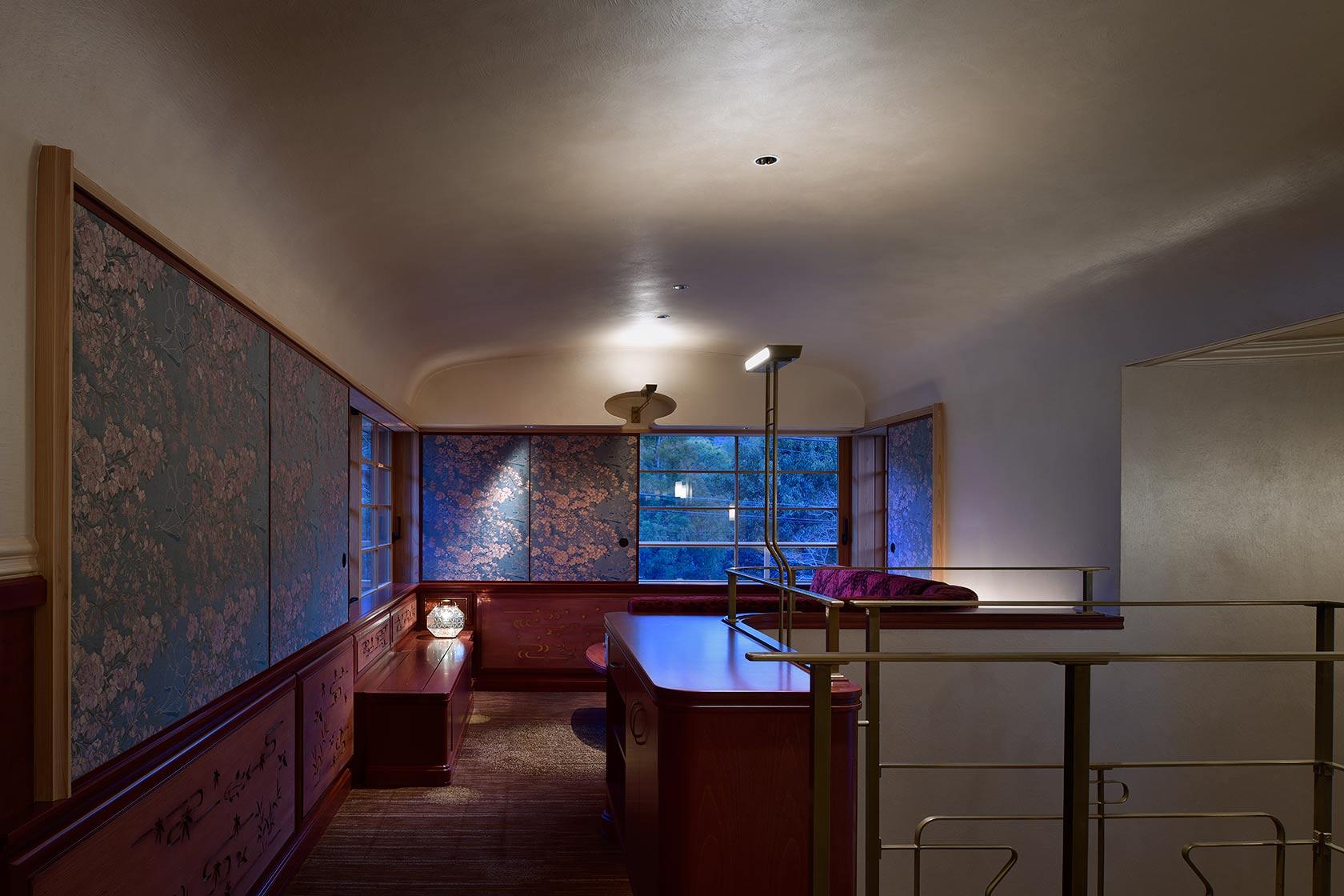 A邸32-階段から2階リビングを見る