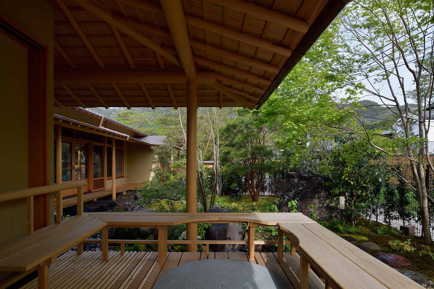 A邸24-月見台から庭を見る
