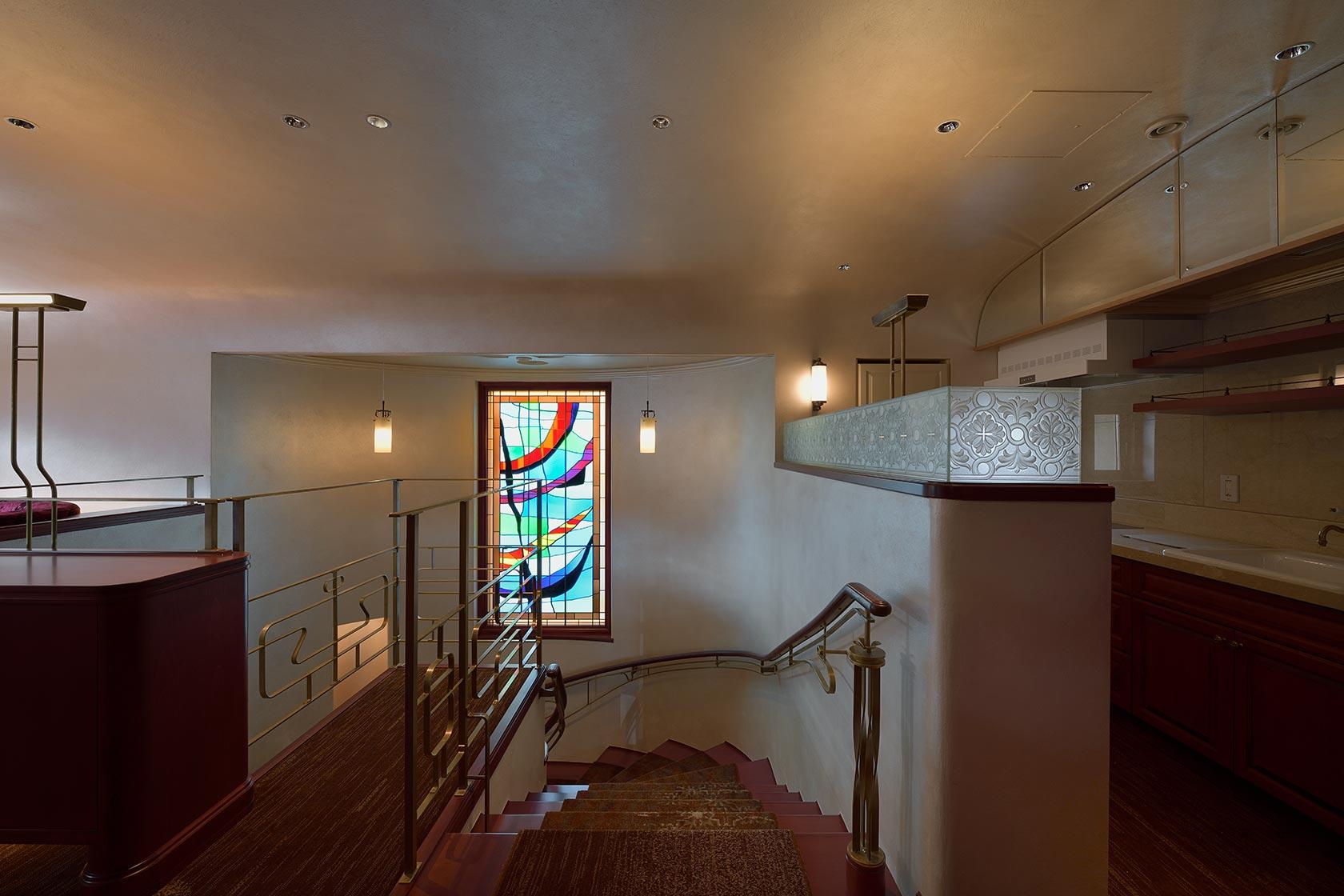 A邸29-2階から階段を見下ろす