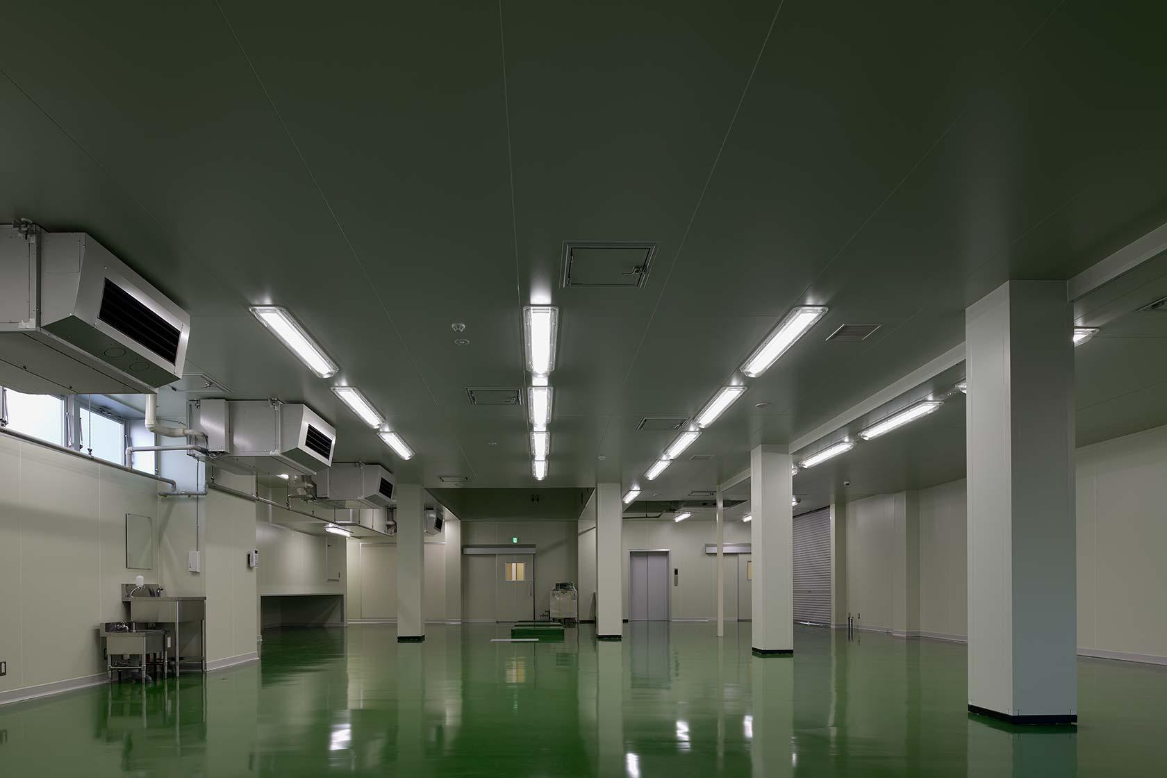 イチマツ食品瑞穂町新工場6-生産機械設置前の製造室