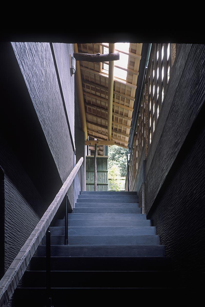 京都U邸2-車庫から玄関への階段